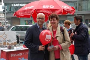Info-Stand am Kottbusser Damm: Dr. Fritz Felgentreu und MdA Kirsten Flesch