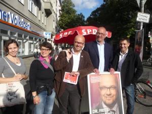 Infostand, Ausgangspunkt des Tür-zu-Tür-Wahlkampfes