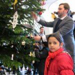 Weihnachtswünsche erfüllen mit dem Wunschbaum im Rathaus Neukölln 2