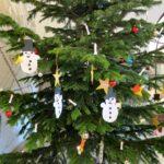 Weihnachtswünsche erfüllen mit dem Wunschbaum im Rathaus Neukölln 4