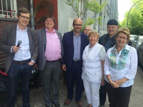 Mit Marko Preuß, Dr. Fritz Felgentreu, Hannelore Gascho, Eva-Marie Schoenthal und Axel Haese nahmen viele engagierte SozialdemokratInnen an der Einweihung teil.