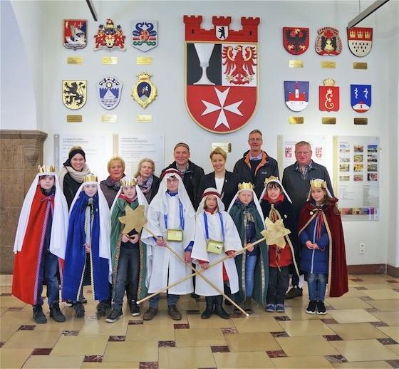 Sternsinger zu Besuch im Rathaus Neukölln 1