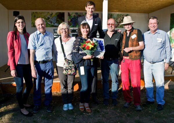 Bezirksbürgermeister Hikel krönt neue Weinkönigin 2