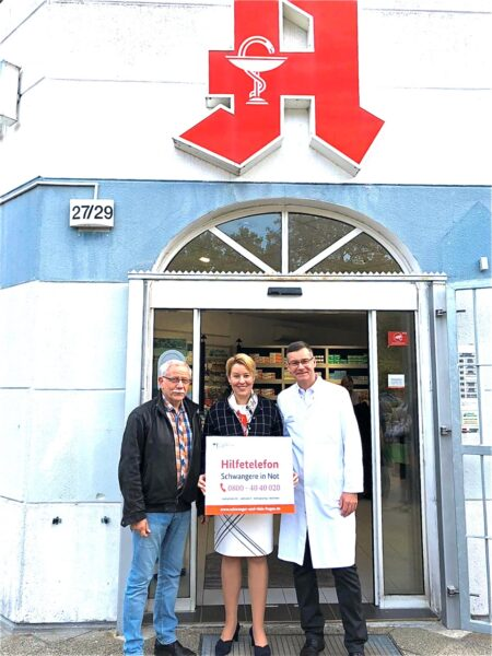 """Apotheken unterstützen Hilfetelefon """"Schwangere in Not"""" – Familienministerin Giffey gab dazu den Startschuss in der Rudower Straße 1"""
