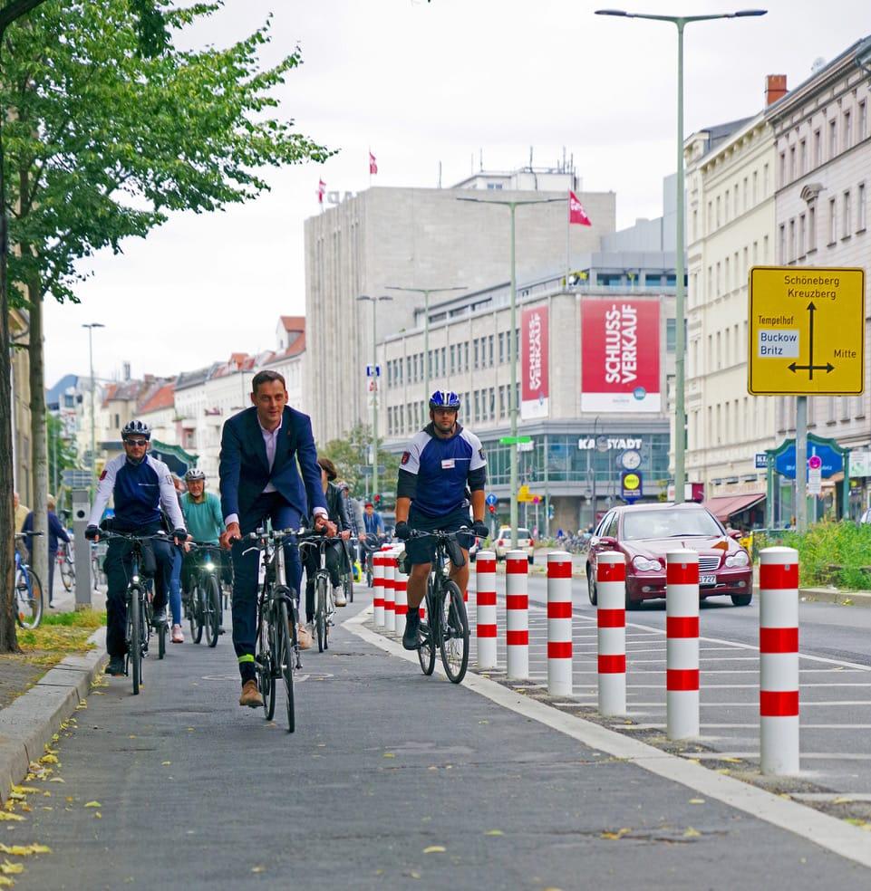 Erster geschützter Radfahrstreifen in Neukölln freigegeben 2