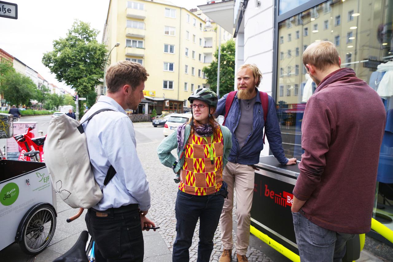 Erster geschützter Radfahrstreifen in Neukölln freigegeben 1