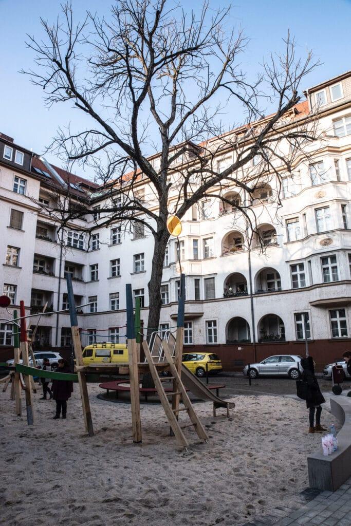 Neuer Spielplatz für die Kinder rund um die Geygerstraße 8