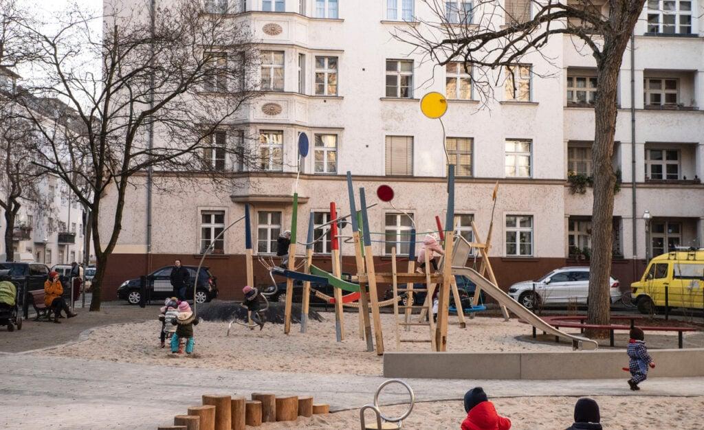 Neuer Spielplatz für die Kinder rund um die Geygerstraße 6