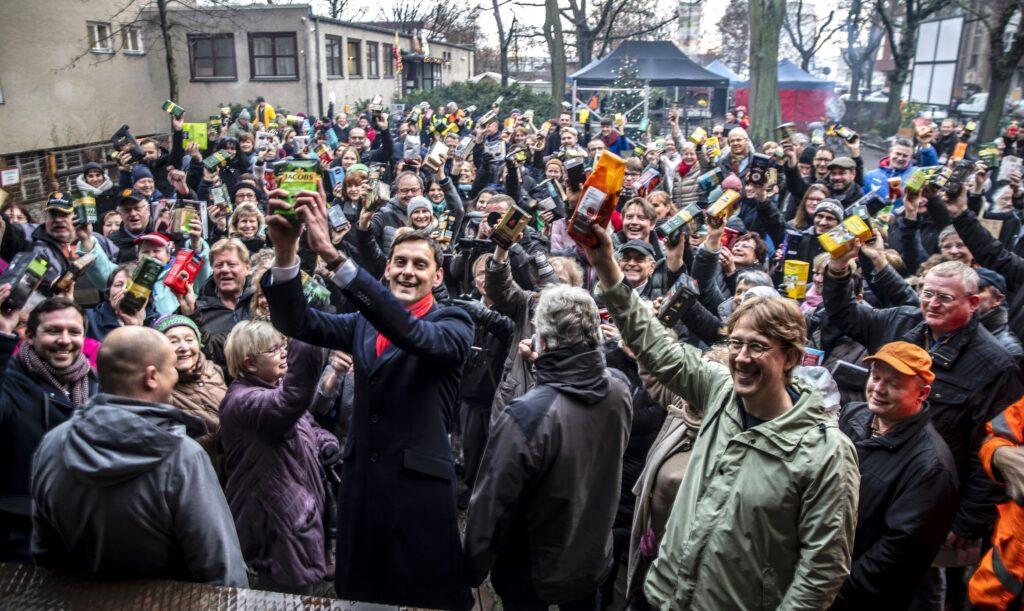Neukölln hält zusammen – Martin Hikel ging Kaffeewette für Kubus ein 2