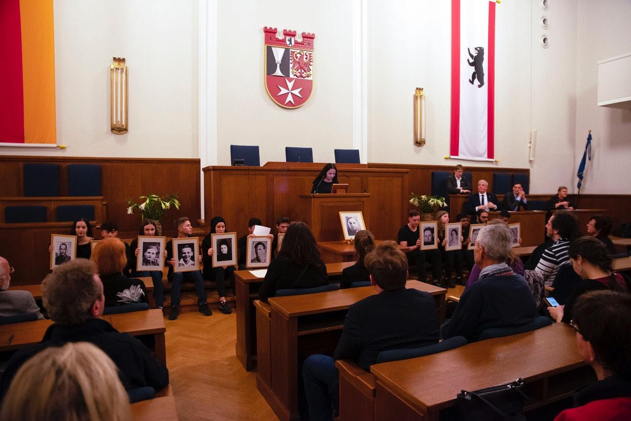 Gedenken an die Befreiung von Auschwitz im Rathaus Neukölln 1
