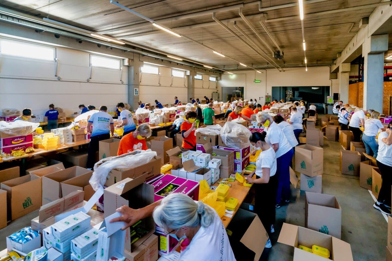 Rund 60 Tausend Bio Brotboxen für Schulanfänger gepackt 3