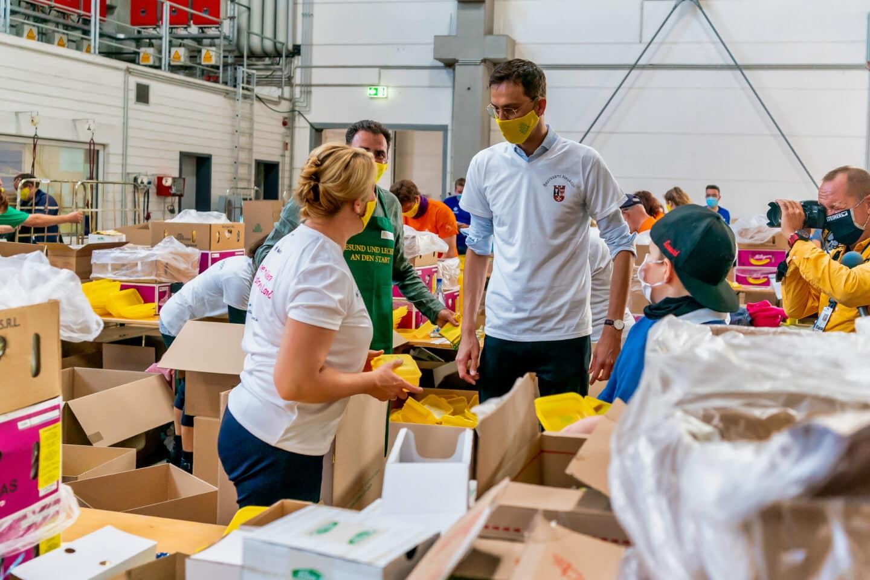 Rund 60 Tausend Bio Brotboxen für Schulanfänger gepackt 7