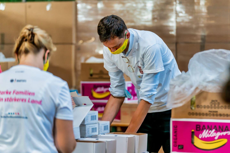 Rund 60 Tausend Bio Brotboxen für Schulanfänger gepackt 9