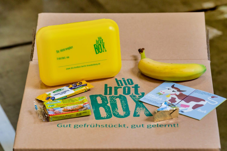 Rund 60 Tausend Bio Brotboxen für Schulanfänger gepackt 10