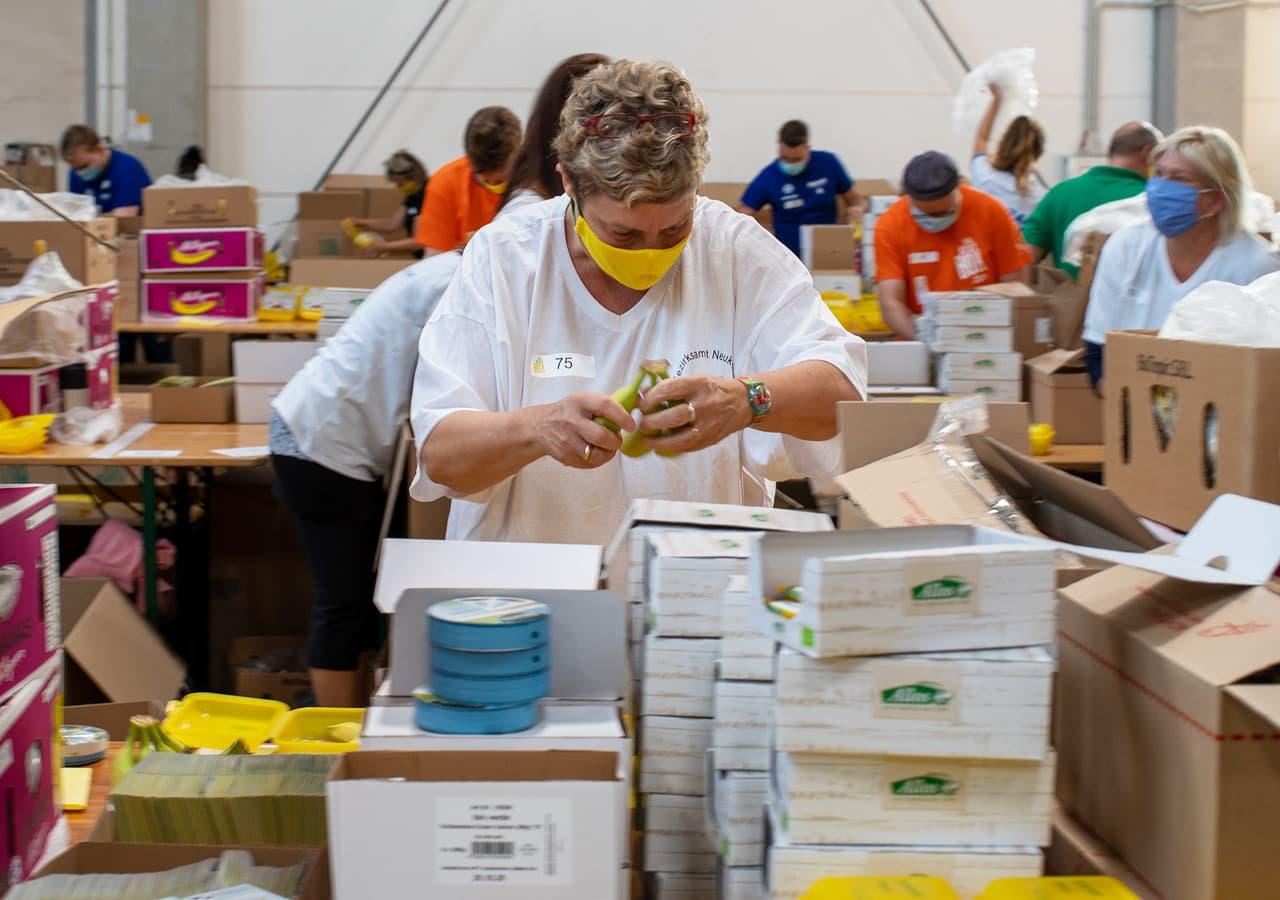 Rund 60 Tausend Bio Brotboxen für Schulanfänger gepackt 13