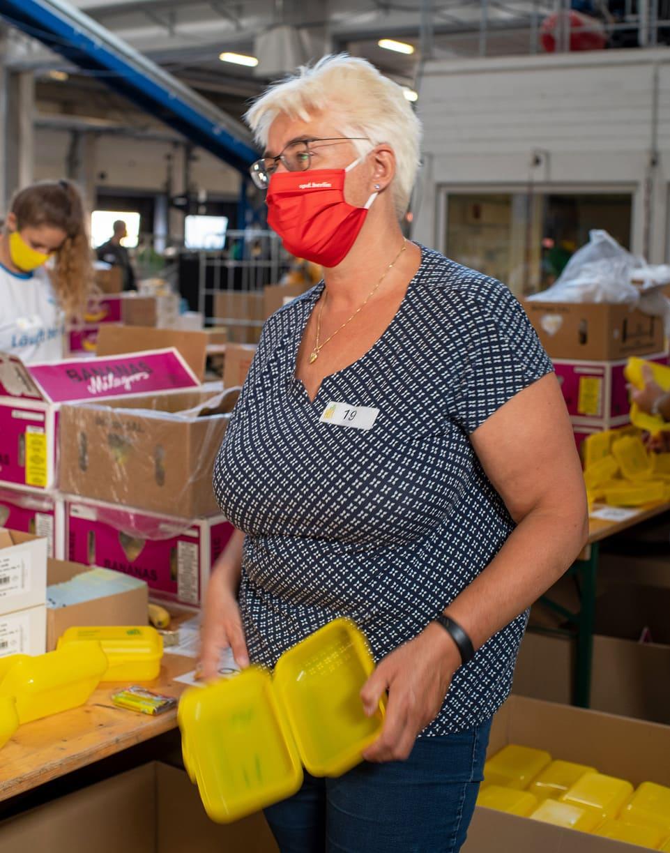 Rund 60 Tausend Bio Brotboxen für Schulanfänger gepackt 18