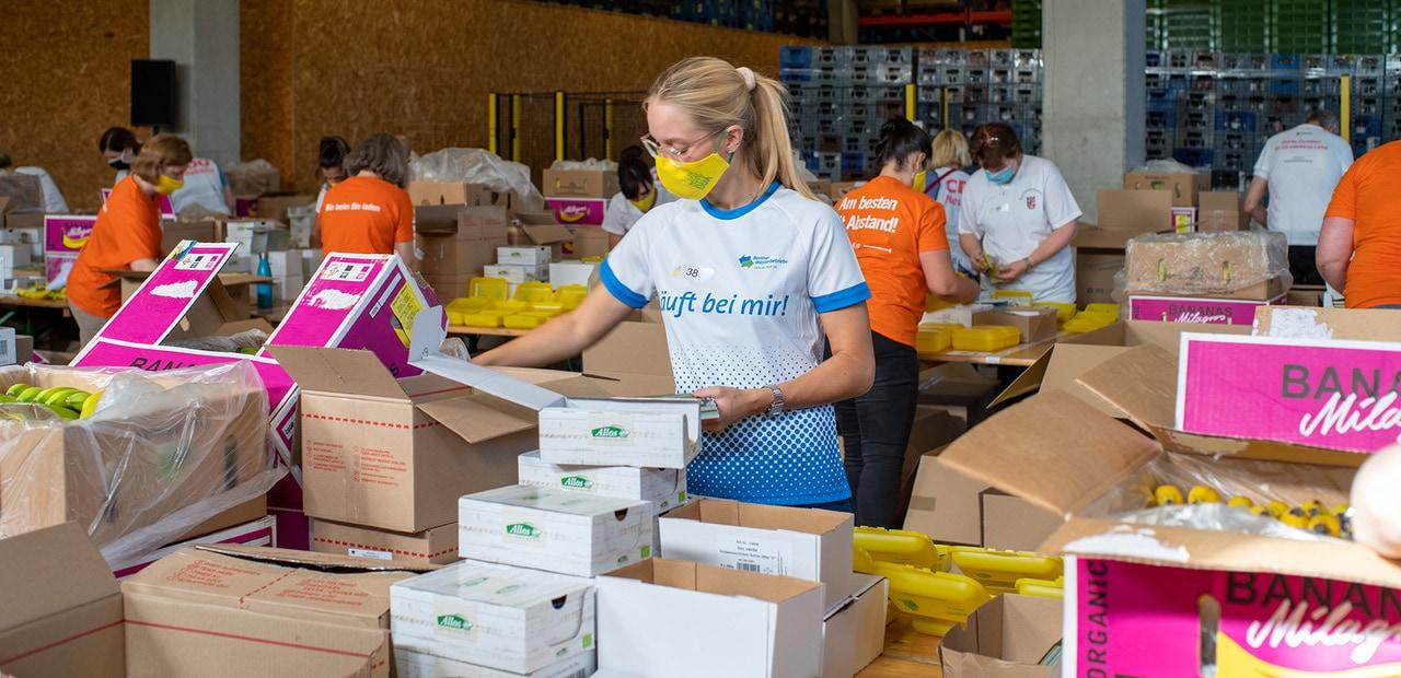 Rund 60 Tausend Bio Brotboxen für Schulanfänger gepackt 19