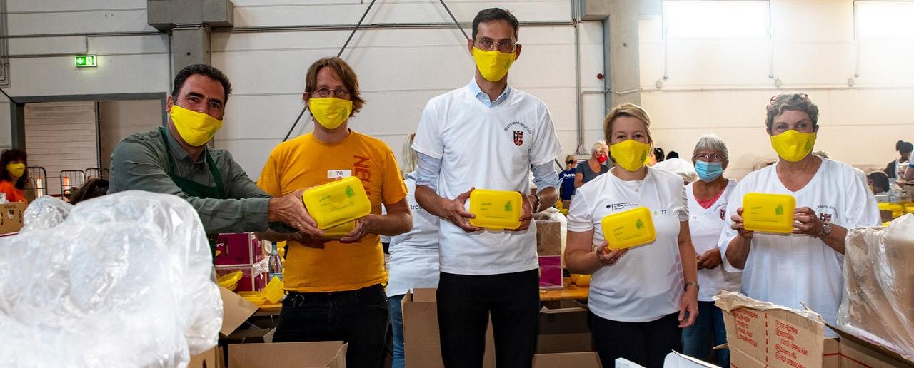 Rund 60 Tausend Bio Brotboxen für Schulanfänger gepackt 20
