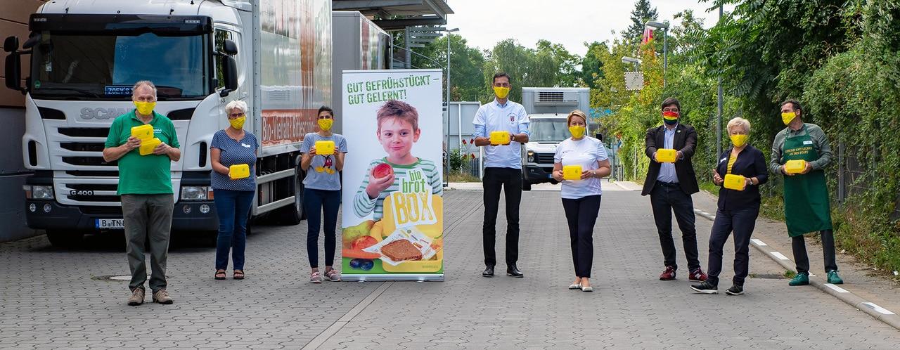 Rund 60 Tausend Bio Brotboxen für Schulanfänger gepackt 22