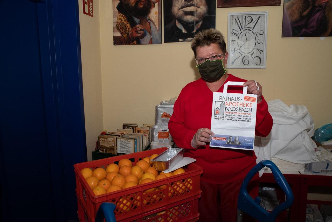 SPD-Fraktion übergab Spenden für Tee- und Wärmestube 2