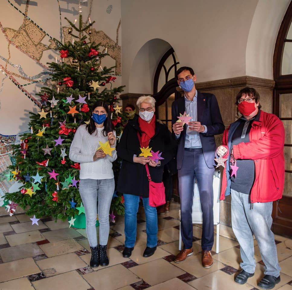 Wunschbaum-Aktion im Rathaus Neukölln gestartet 1