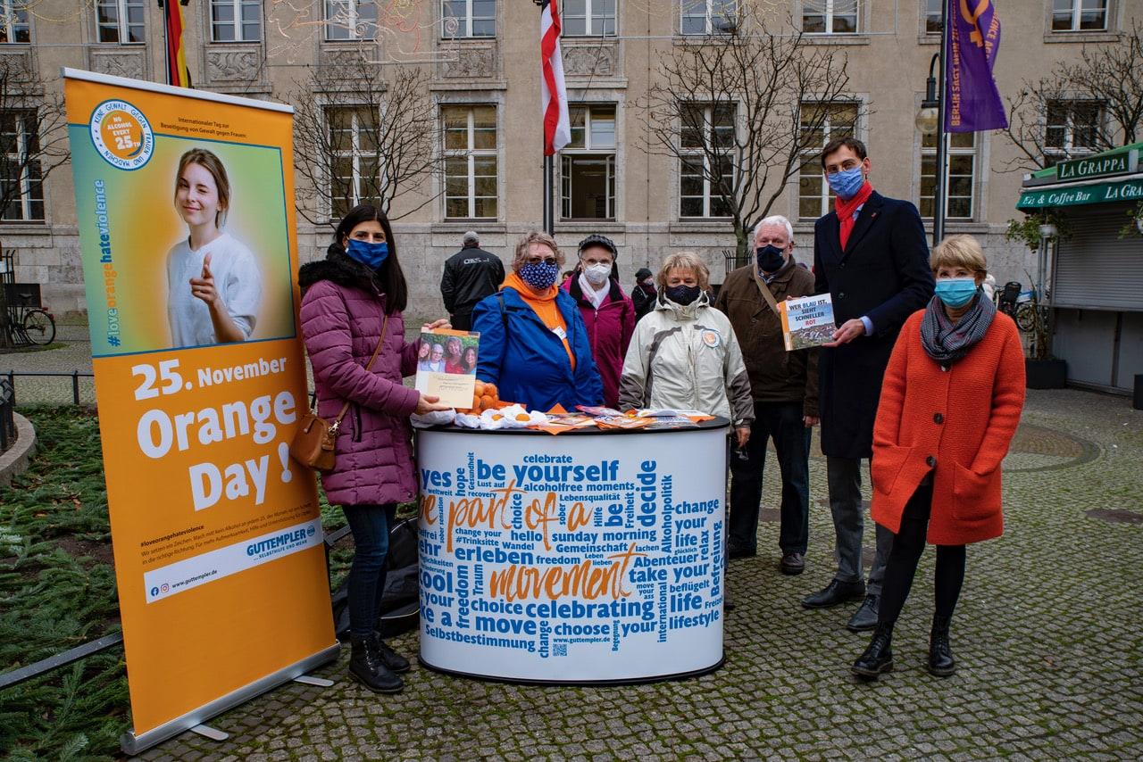 Fahne gehisst zum Internationalen Tag der Gewalt gegen Frauen und Mädchen 1
