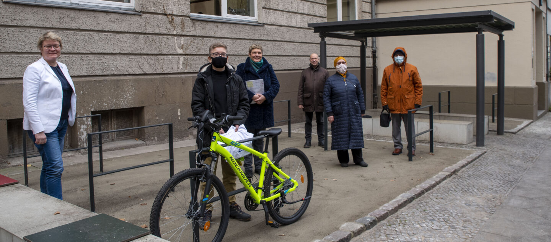 Fahrradparkplatz für Albert-Schweitzer-Schule – Schülerengagement lohnt sich 1
