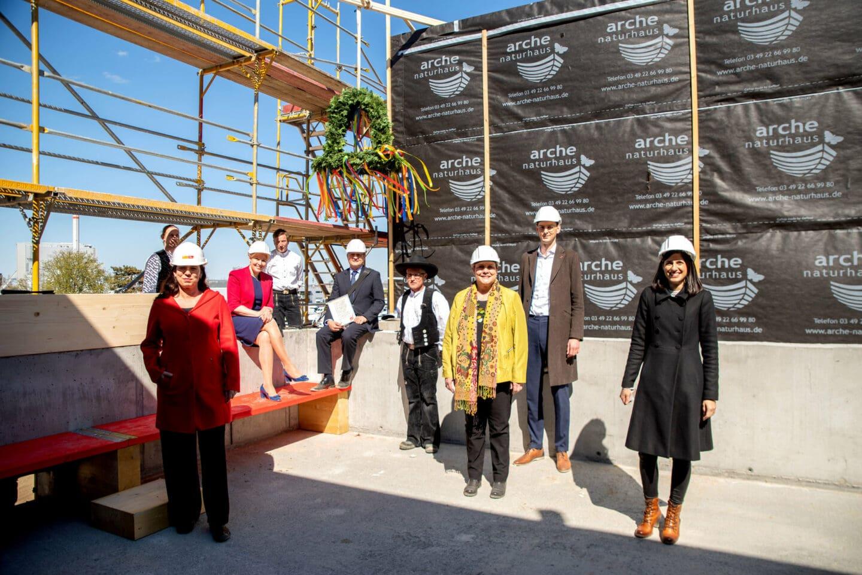Wir bauen auf Bildung - Der Rohbau der Clay-Schule steht 4