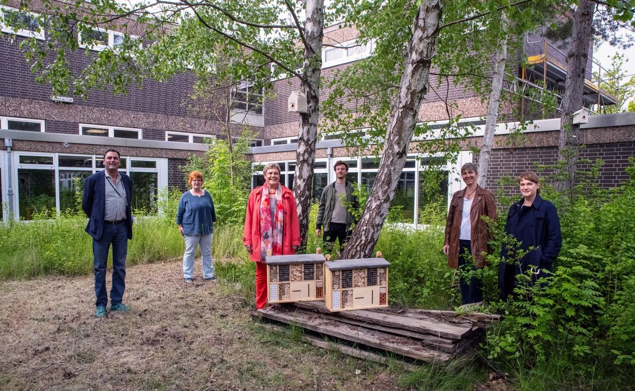 Umweltbildung ist Herzenssache - Insektenhotels an Neuköllns Schulen ausgeliefert 1
