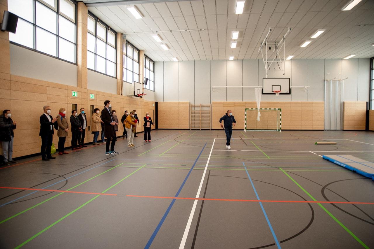 Sanierte Sporthalle an die Hans-Fallada-Schule übergeben 3