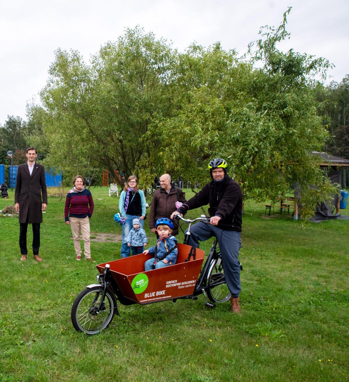 Lastenräder für Neukölln – weiteres Lastenrad an Jugendeinrichtung in Rudow übergeben 2