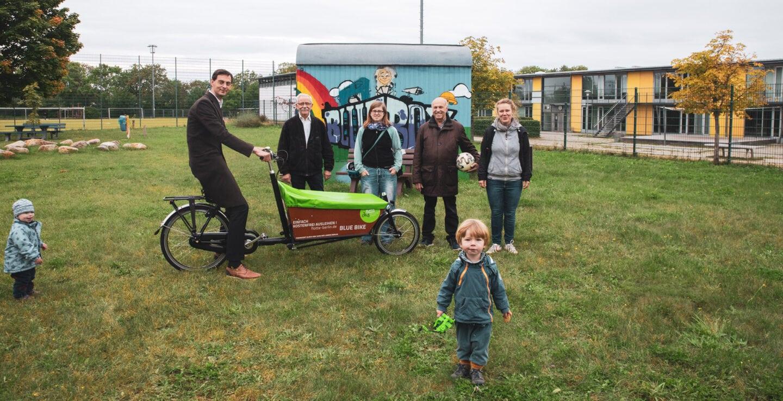 Lastenräder für Neukölln – weiteres Lastenrad an Jugendeinrichtung in Rudow übergeben 1